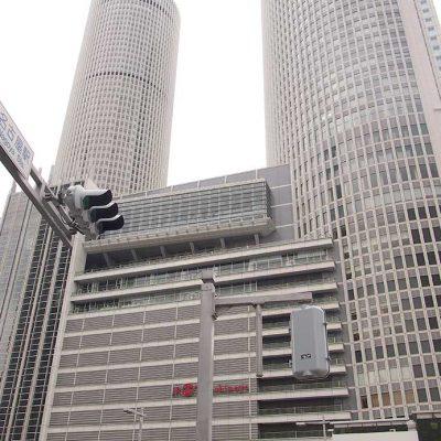 2000年に全面開業した2棟からなるJRセントラルタワーズ