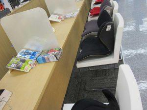 お客が座る椅子にはマッサージシートが置かれ、揉み心地を体感できる