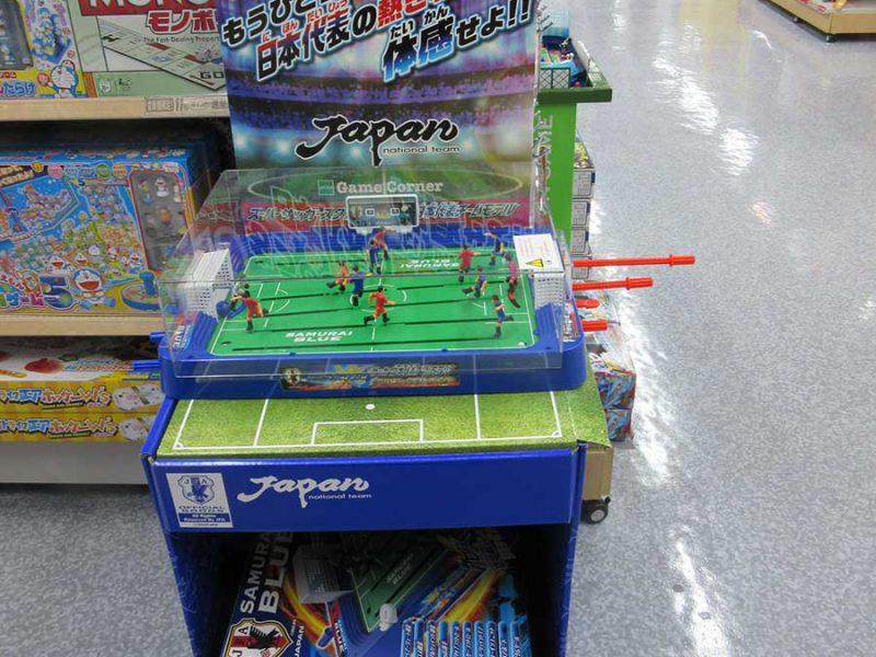 おもちゃコーナーのサッカーゲーム。子どもが体感できる
