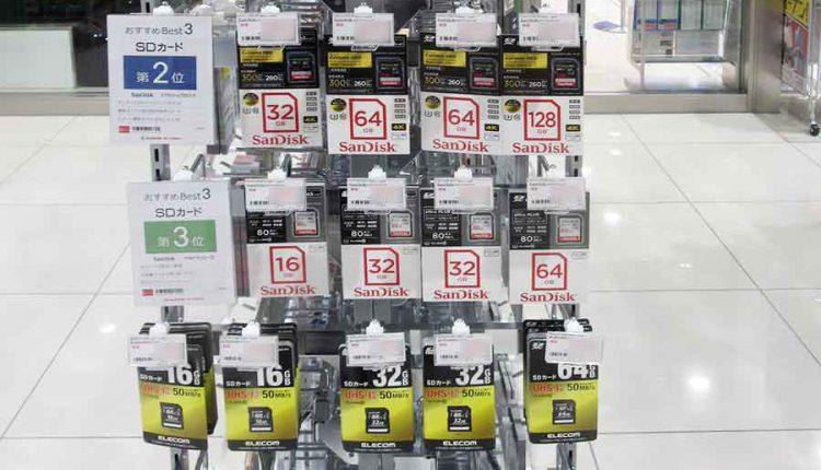 オススメ順位とその理由を展示しているSDカードコーナーの展示(画像はビックカメラ名古屋JRゲートタワー店オープン時)
