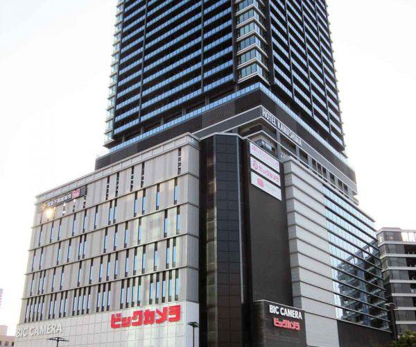 52階建てのタワーマンションと一体化しているビックカメラ広島駅前店