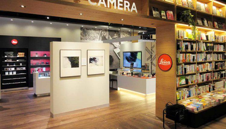 カメラコーナーの入口部にはライカのロゴマーク。広島初出店のライカ専門ショップだ