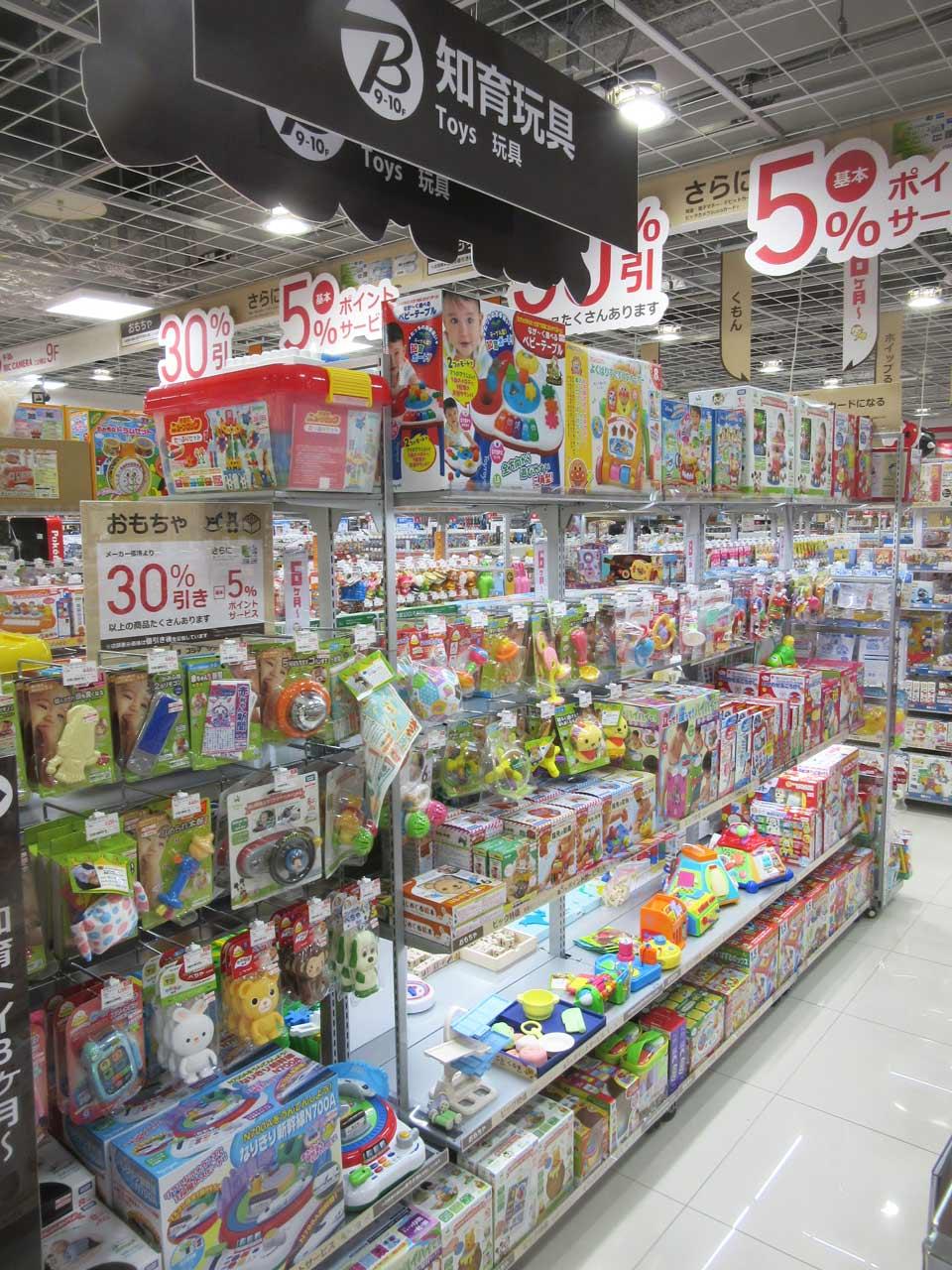 拡充している家電量販店の知育玩具コーナー(ビックカメラ 名古屋JRゲートタワー店オープン時)