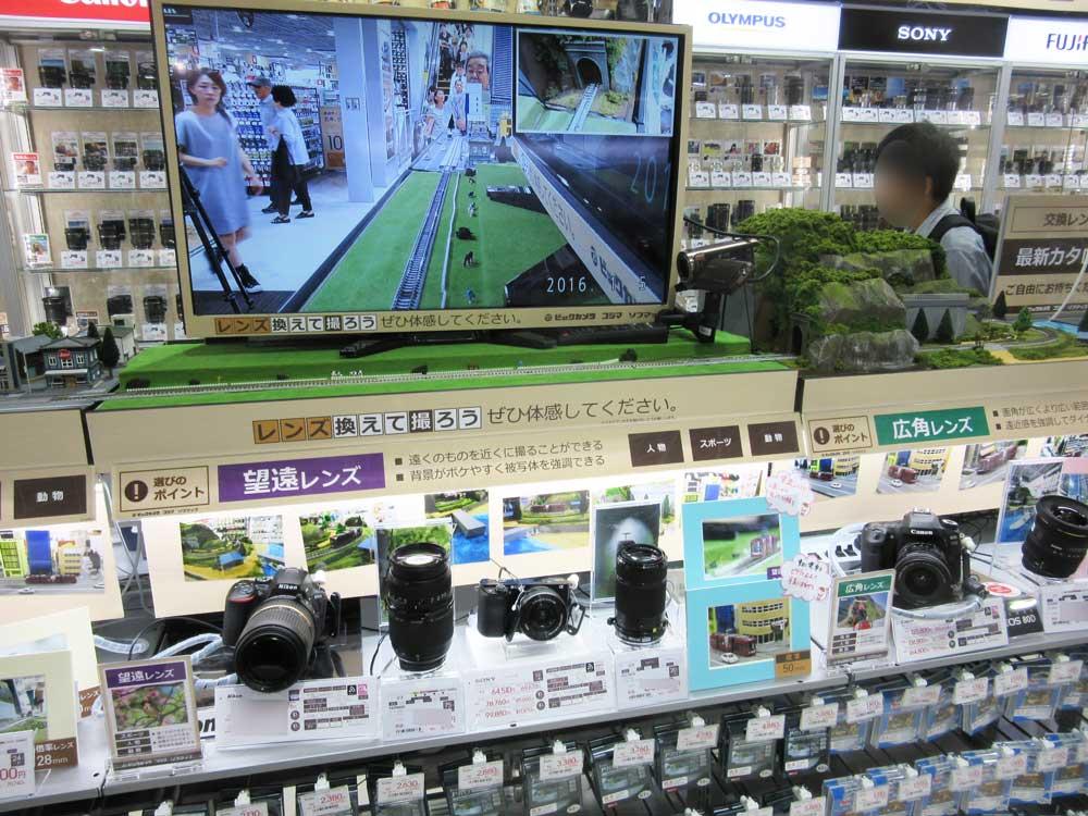 各種のレンズの違いを分かりやすく展示。ビックカメラ広島駅前店オープン時