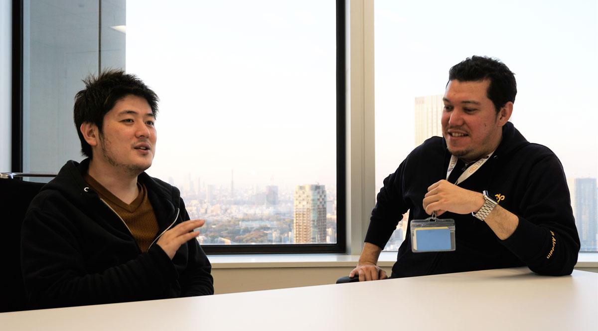 程社長(左)と、シニアセールスマネージャー ローレンスたけし 氏(右)。意思決定は大変迅速で、取材中に得たインスピレーションからもすぐに指示が飛ぶほどだ。