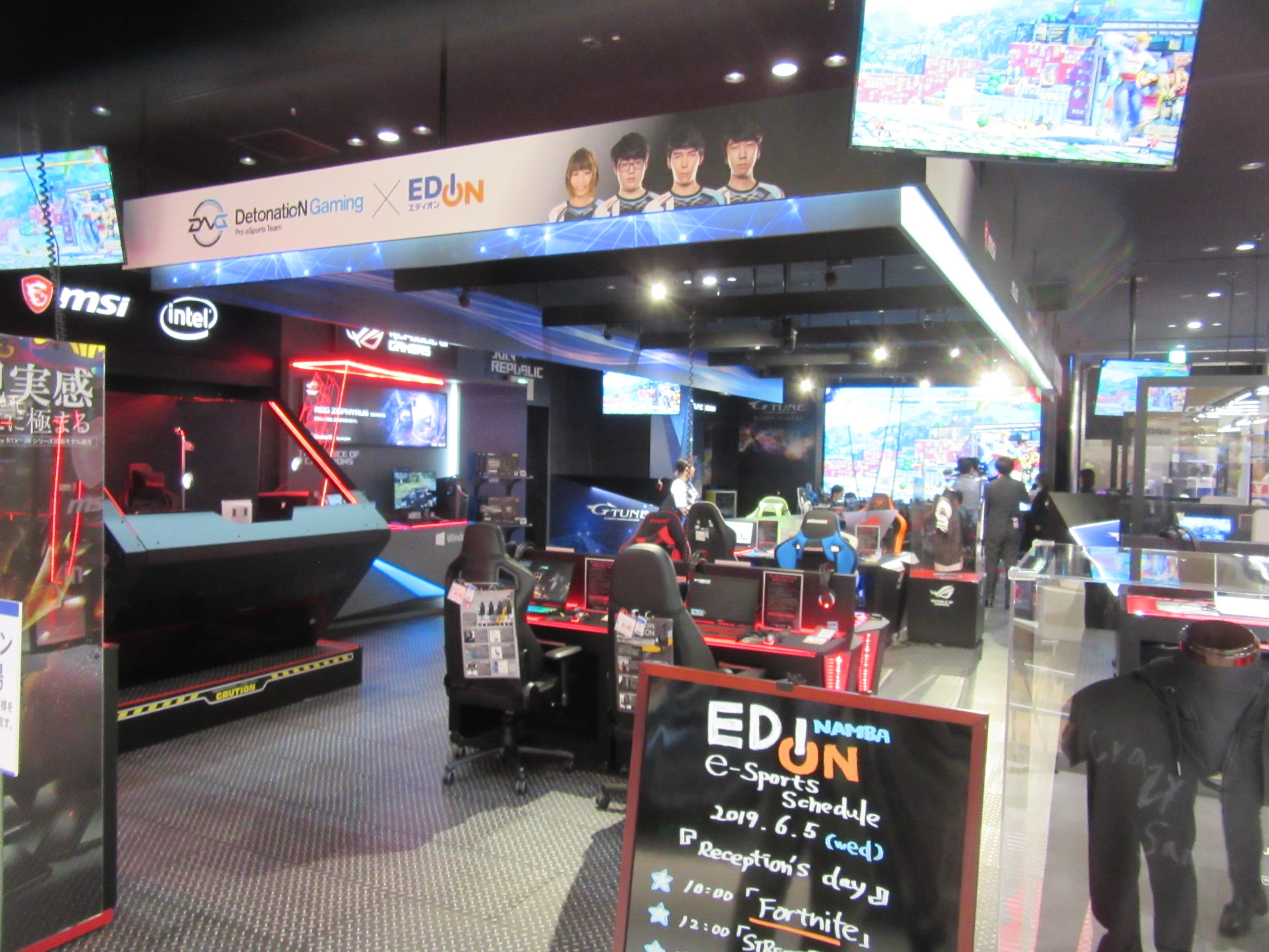 e-スポーツコーナーは、ゲームに集中できるよう照明も若干落とし、e-スポーツの世界観が体験できるコーナーとなっている