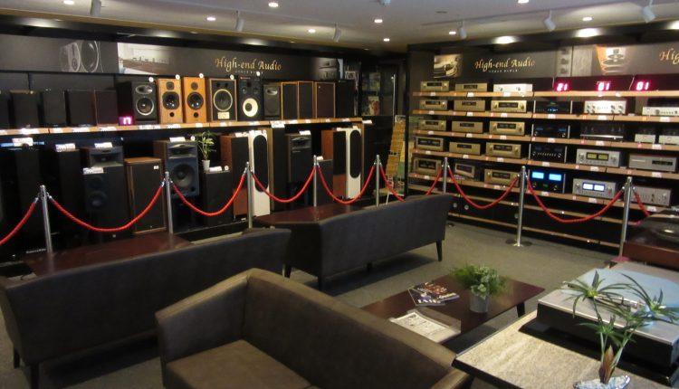 単品高級オーディオはピュア・オーディオコーナーとして売り場の音が入らず、音に集中できるオーディオルーム形式