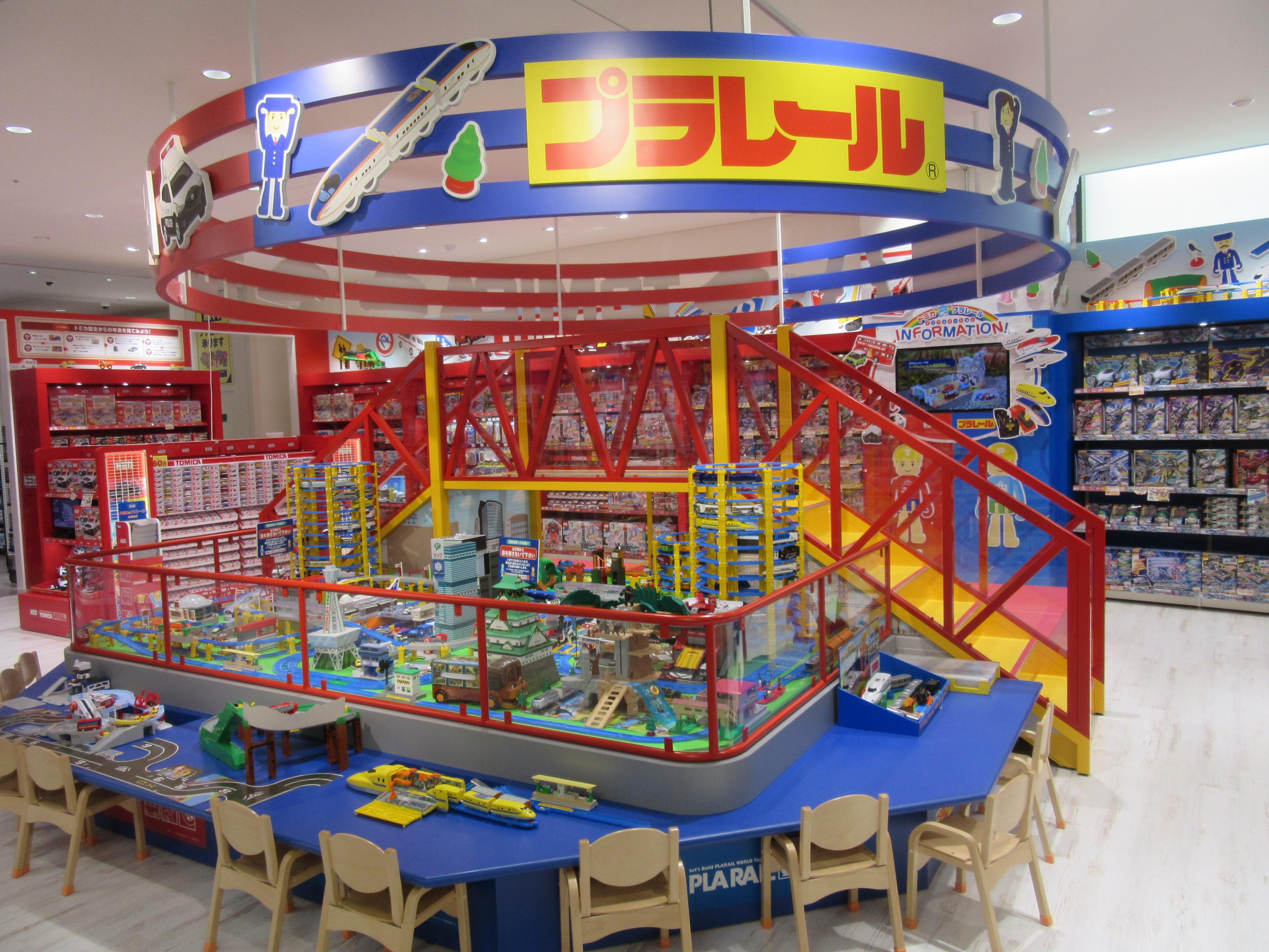 シルバニアファミリーやレゴ、プラレール/トミカのブースでは触って遊ぶこともできる