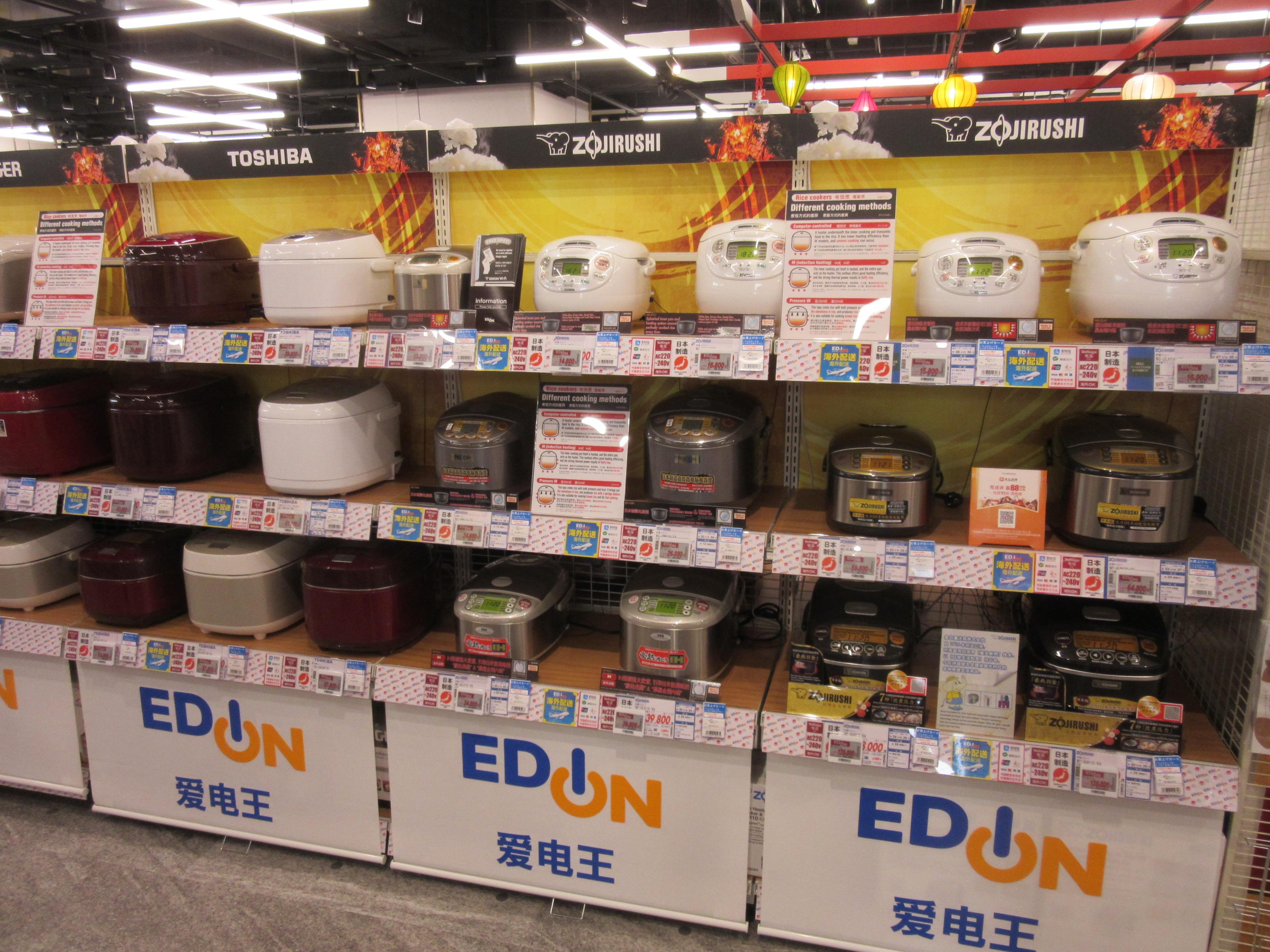 訪日外国客向けの家電商品も揃え、インバウンド対応のスタッフも配置している