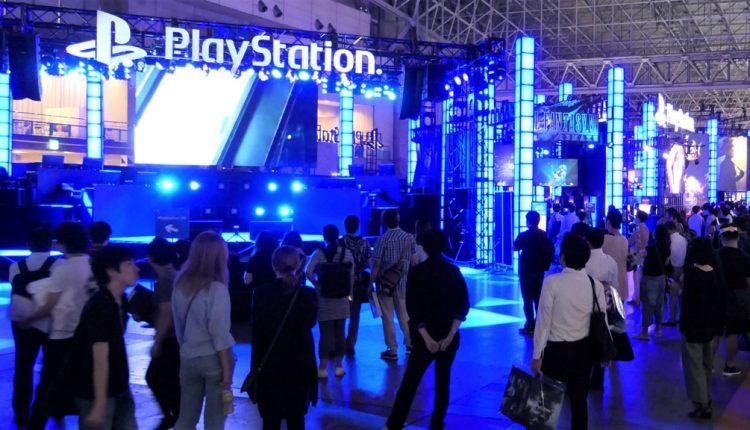 会場をブルーに染めているのは、ソニー・インタラクティブエンタテインメントのPlayStationブースだ