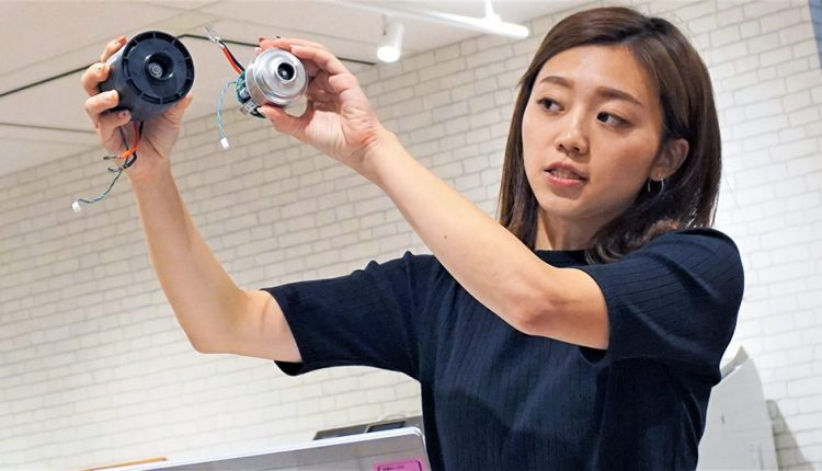 Panasonic's-new-cordless-stick-cleaner_04