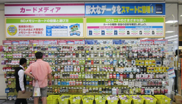 消耗品やアクセサリーなど、購入頻度の高い商品は売り場のメンテナンスを確実に行い、販売機会ロスをなくす