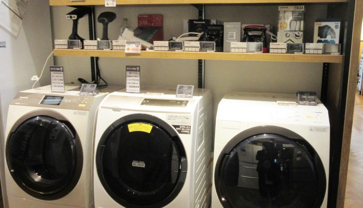 大型家電や小型家電など、商品そのもののサイズが異なるので、電子棚札も使い分ける