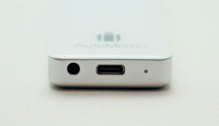 外部マイク入力端子は本体下部に配置。充電用のコネクタはUSB Type-C